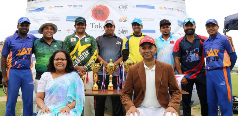 Captains pose with the Chief Guests